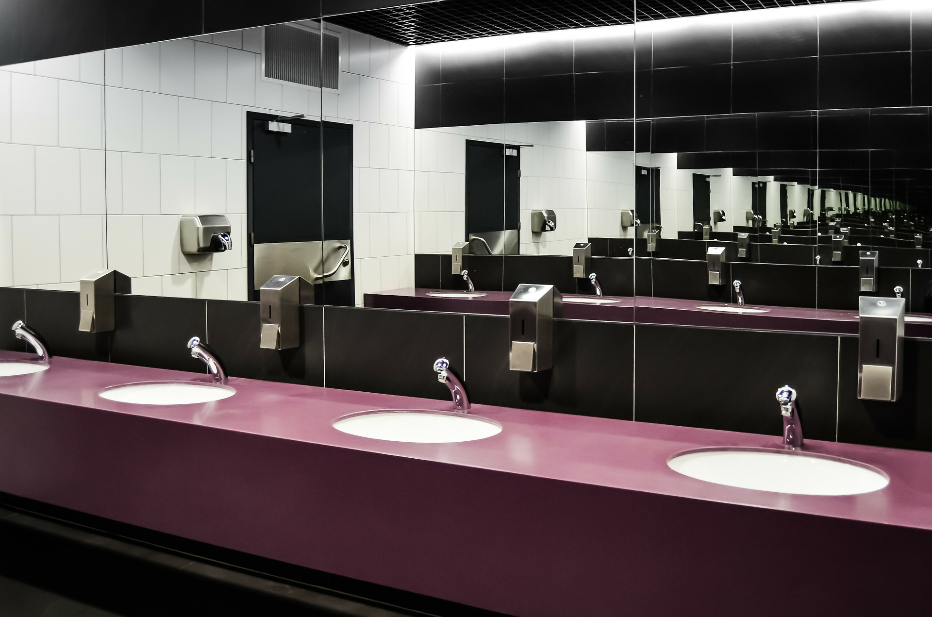 Picture of bathroom sinks.